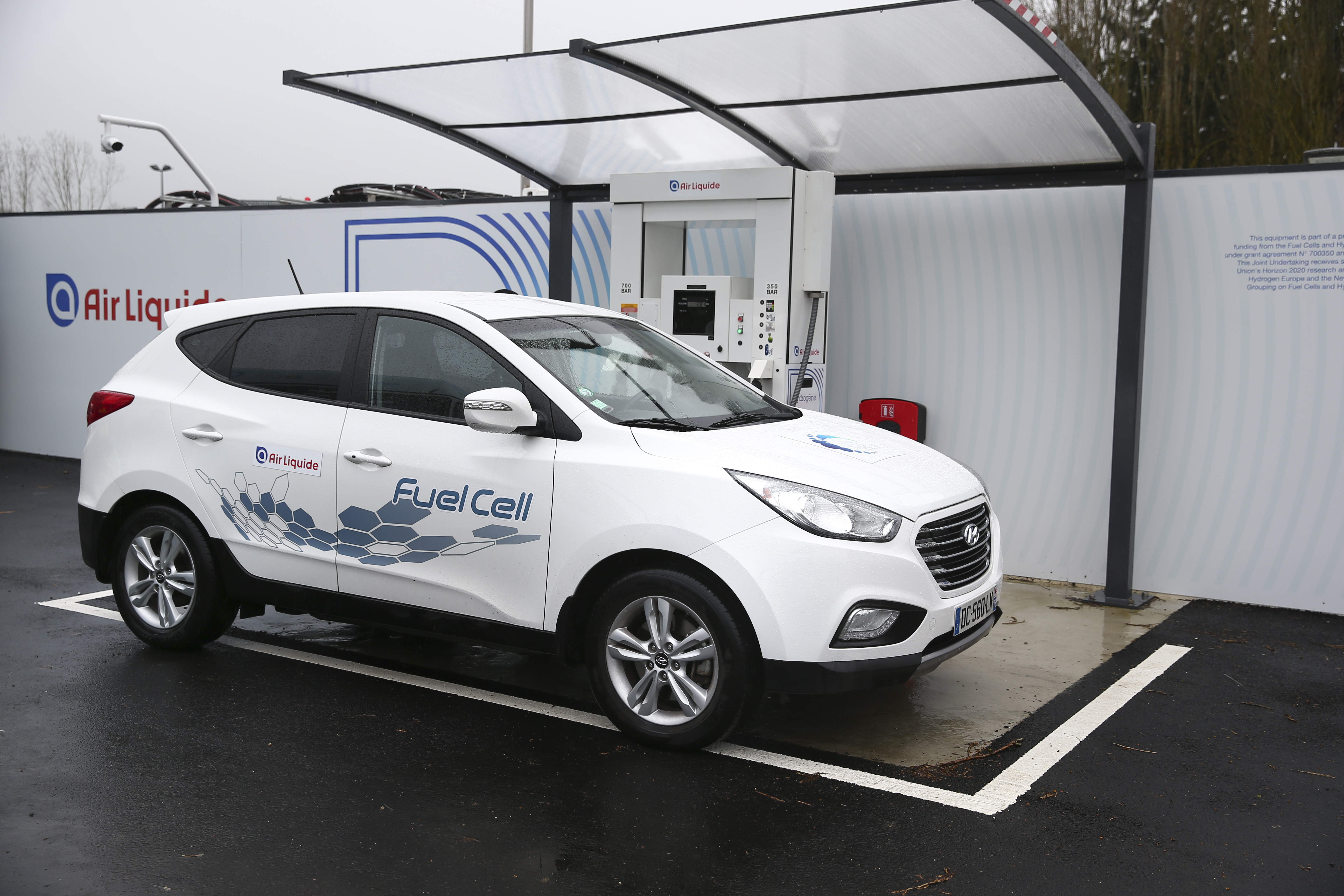 Hydrogen-fuelled cars