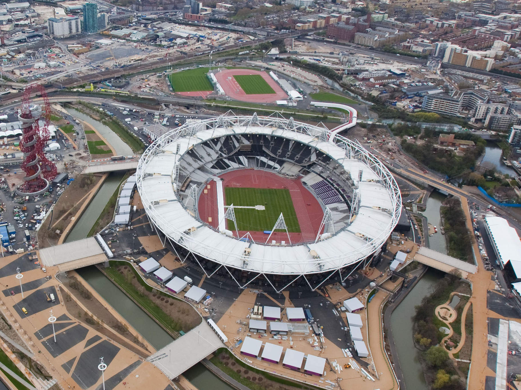 Olympic Stadium, delayed construction projects in the UK
