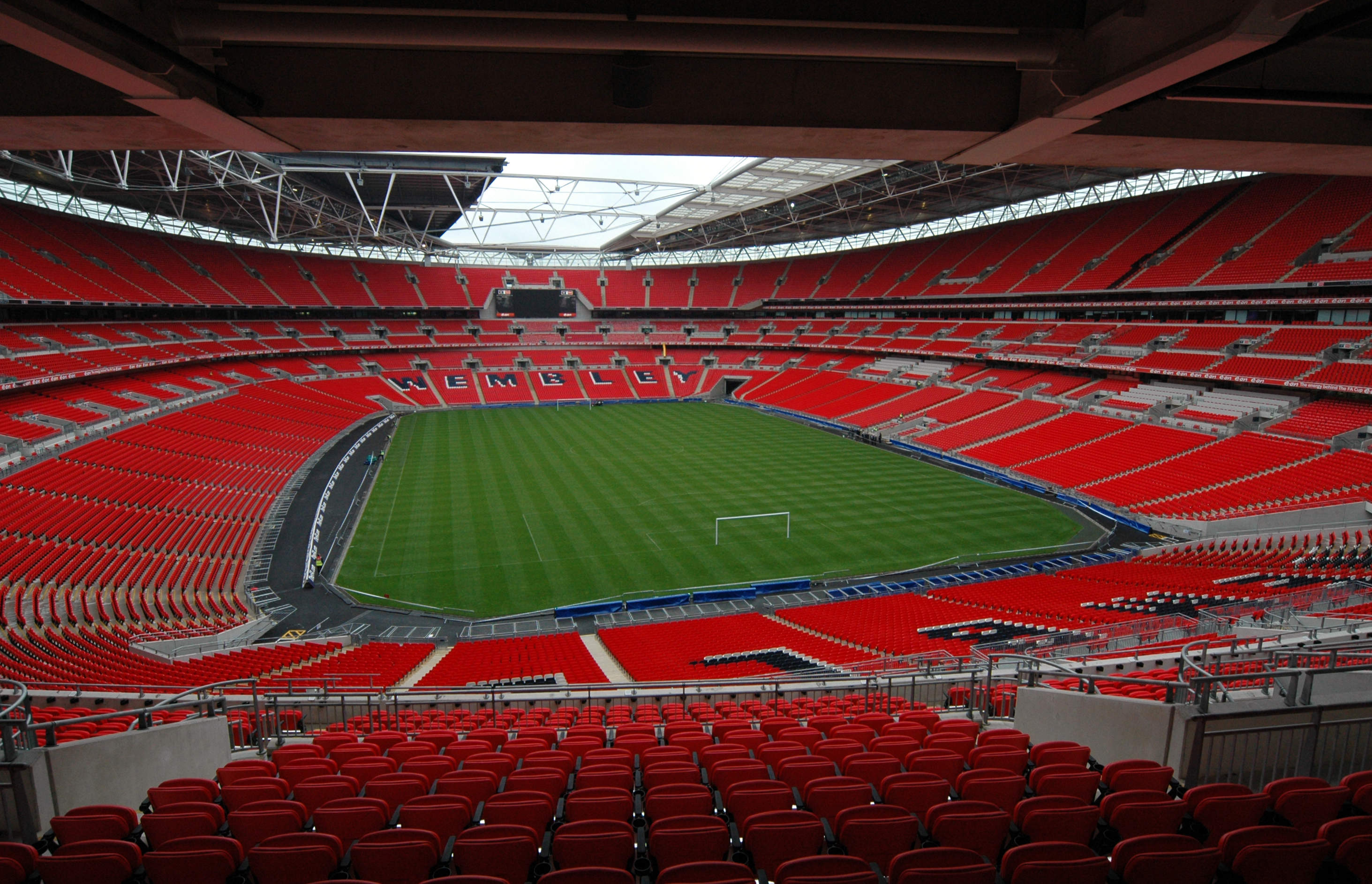 Wembley Stadium, delayed construction projects in the UK