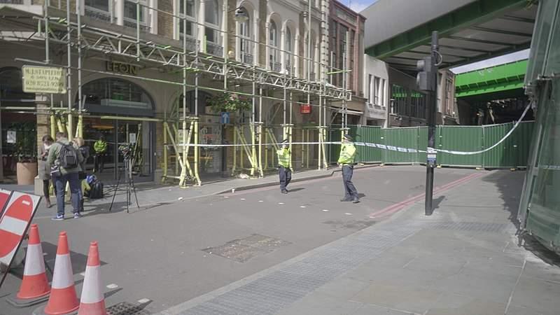 Police guard Borough Market following the terrorist attack of June 2017 (Credit: Wikimedia Commons)