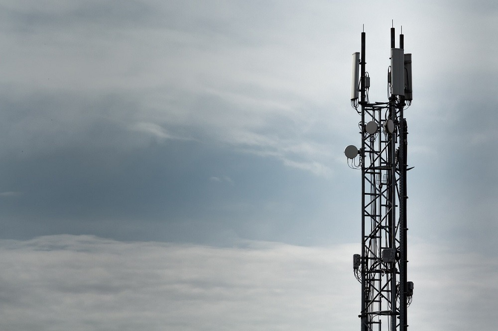 Mobile radio transmitter, 5G roll-out, Huawei United States