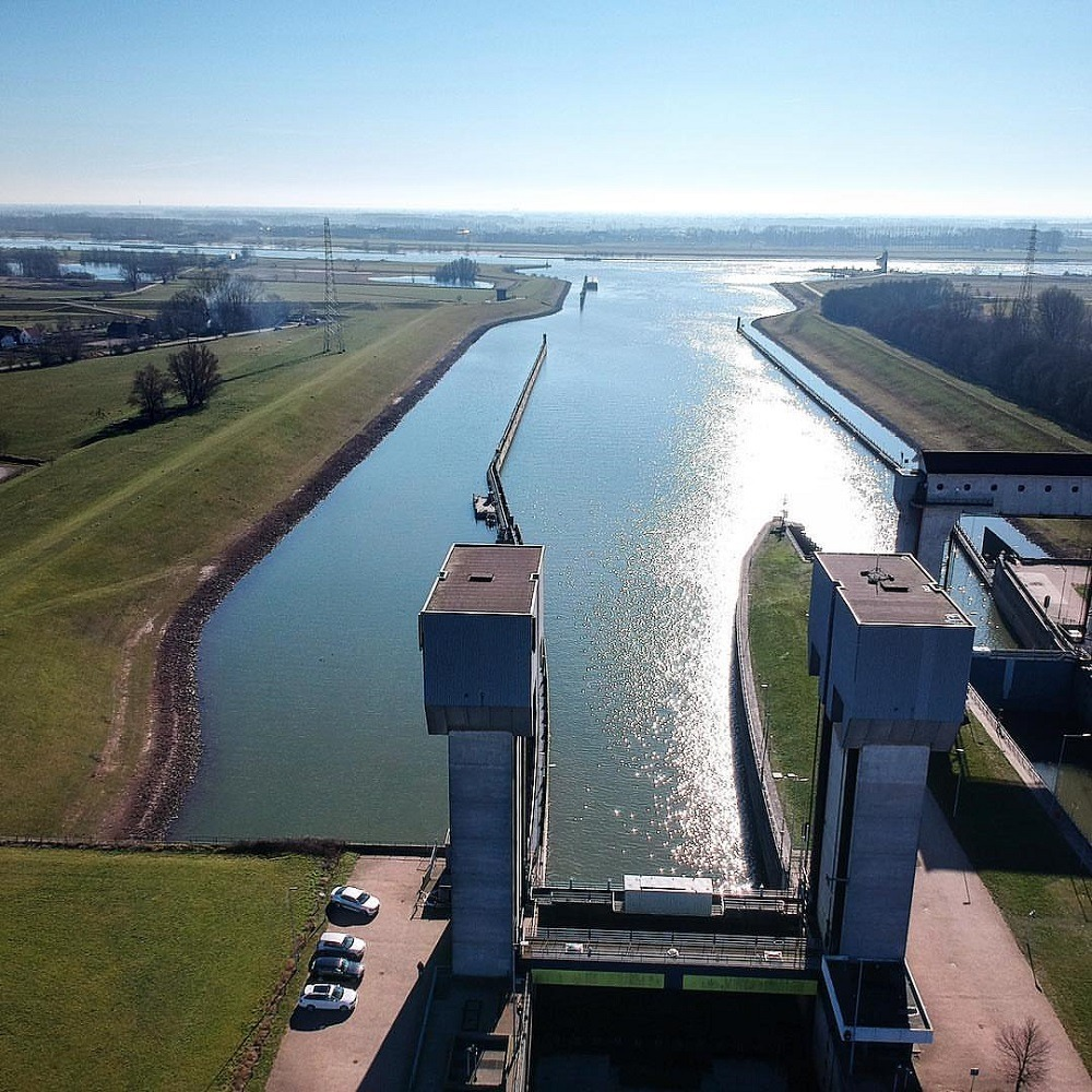 Prins Bernhard Lock, use of big data analytics, keeping Netherlands dry, Netherlands flood protection